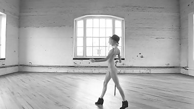 girl dancing nude