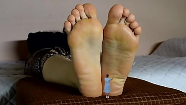 massage giantess feet or else...