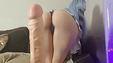 Sexy bitch shows her favourite sexual toy