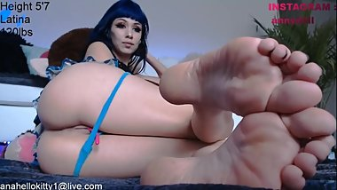 Latina Camgirl Shows Her Soles and Ass