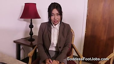 NO WORK VISA - GODDESS FOOTJOBS