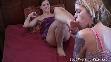 Come join our little foot fetish session