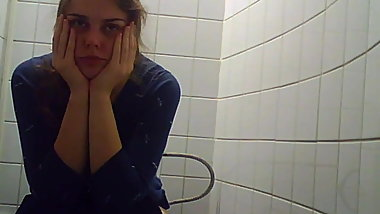 Russian college students on the toilet, view of the pussy 4