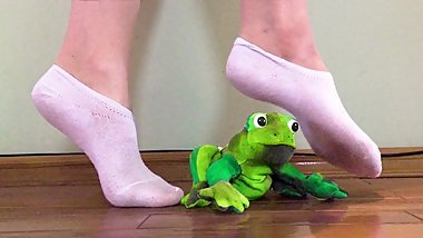 Sexy Foot crush of green frog with cute white socks