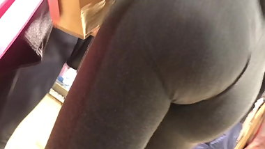Teen sluts showing their asses in leggings