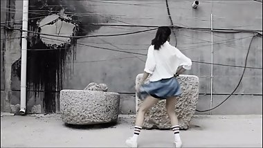 CHINESE VIRGIN GIRL DANCE