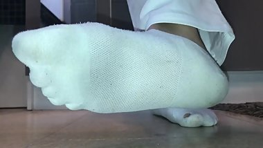 GODDESS LAETICIA'S SWEATY ANKLE SOCKS IN WHITE JEANS