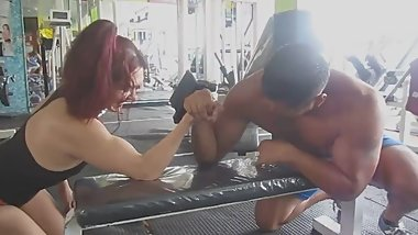 Gym woman vs man armwrestling