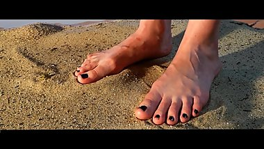 mad feet - giantess in the desert - car crush & stomp -german foot fetish