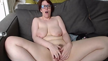 Saggy Mature faps and asks for your cum