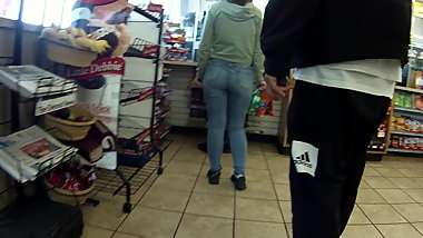 Nice pawg booty in line speedway