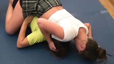 #44 Feel the Squeeze! Bella vs Scarlett Female Wrestling
