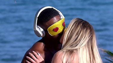 Ray Gant - Love Island USA - Season 1 - Kissing/Making Out/Tongue Down