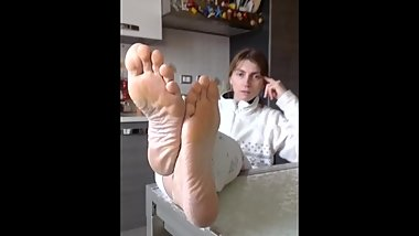 Aunt's sexy sole show on the table