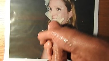 A cum tribute to a lovely, hot chick.
