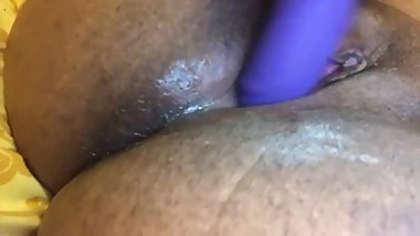 Teen Dominican slut loves squirting