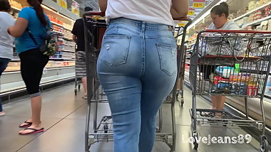 Sexy Latina in Tight Jeans
