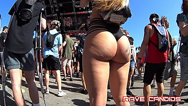Candid Hot Blonde Pawg Wow!!!