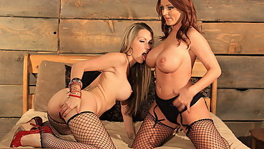 Courtney Cummz and Sophie Dee lesbian