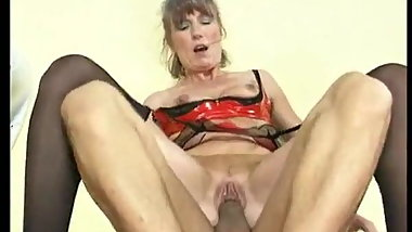 Old slag gets her cunt fucked in the toilet