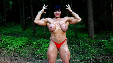FBB Jana topless oil pose