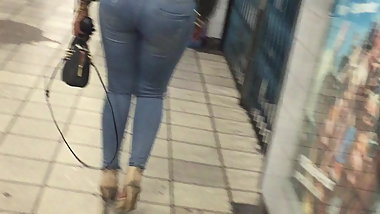Stunning big ass (big butt) Candid uk