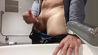 Jerking off at work and checking myself out (comment it turns me on)