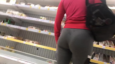 Thick round Polska ass eatin up tight spandex