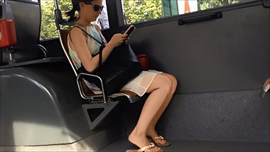 Candid Feet in the bus (Hot Brunette & faceshot)