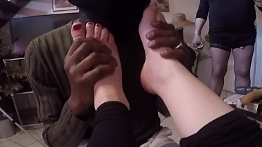Sucking his two mistress toes and feet