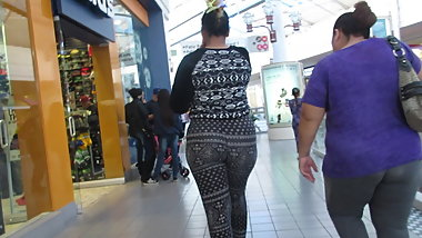 Latina thick booty jiggles and shakes thru mall in spandex